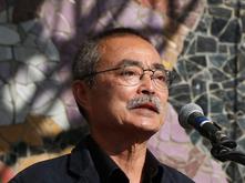 Akio Takamori receiving Mayor's Arts & Innovation Award