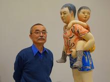 Akio Takamori with artwork